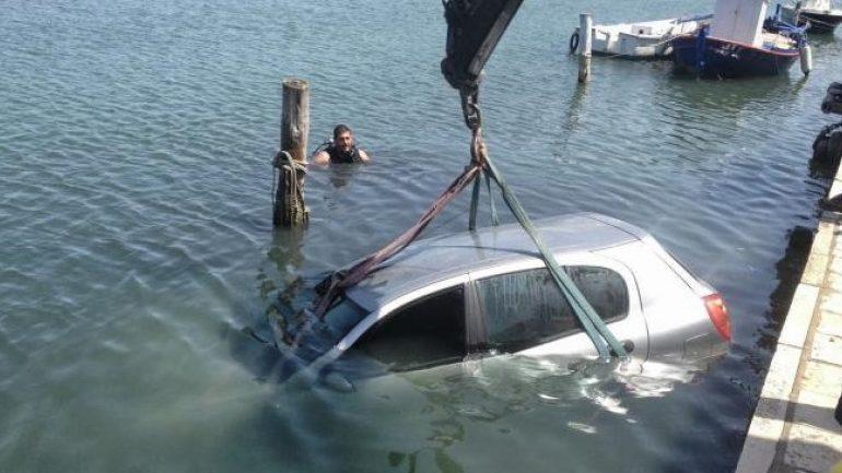 Το αυτοκίνητο έπεσε στη θάλασσα!