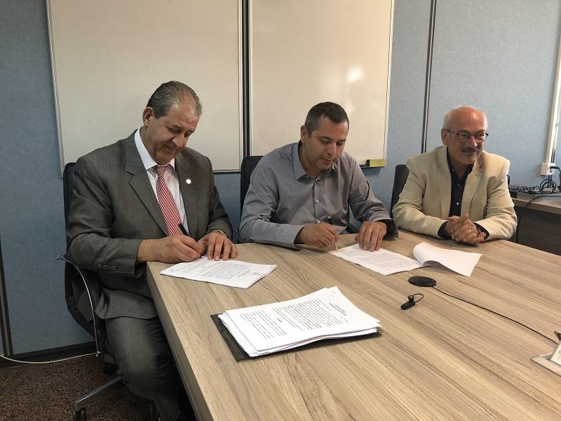 Υπογράφηκε η συλλογική σύμβαση του ΕΟΠΥΥ με τον Πανελλήνιο Σύλλογο Φυσικοθεραπευτών