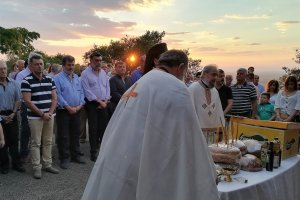 Πλήθος πιστών στο εξωκλήσι του Προφήτη Ηλία στο Ν. Περιβόλι