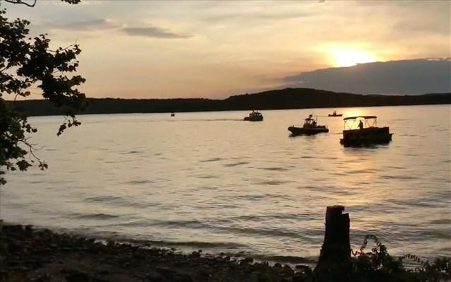 ΗΠΑ: Στους 17 οι νεκροί από τη βύθιση αμφίβιου σε λίμνη