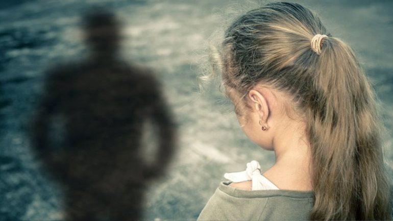 Μητέρα κατήγγειλε ότι οικογενειακός φίλος βίασε την ανήλικη κόρη της