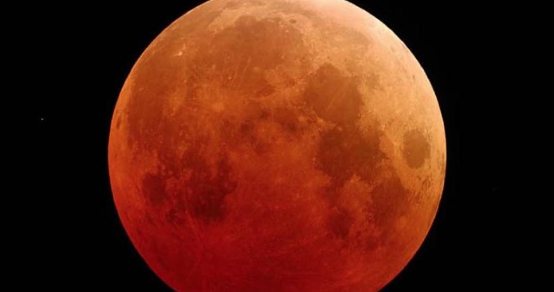 Την Παρασκευή η μεγαλύτερη ολική έκλειψη Σελήνης του 21ου αιώνα!