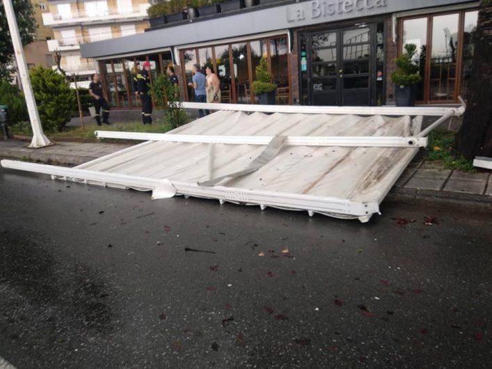 Εκσφενδονίστηκε σιδερένια τέντα λόγω των ισχυρών ανέμων στη Θεσσαλονίκη