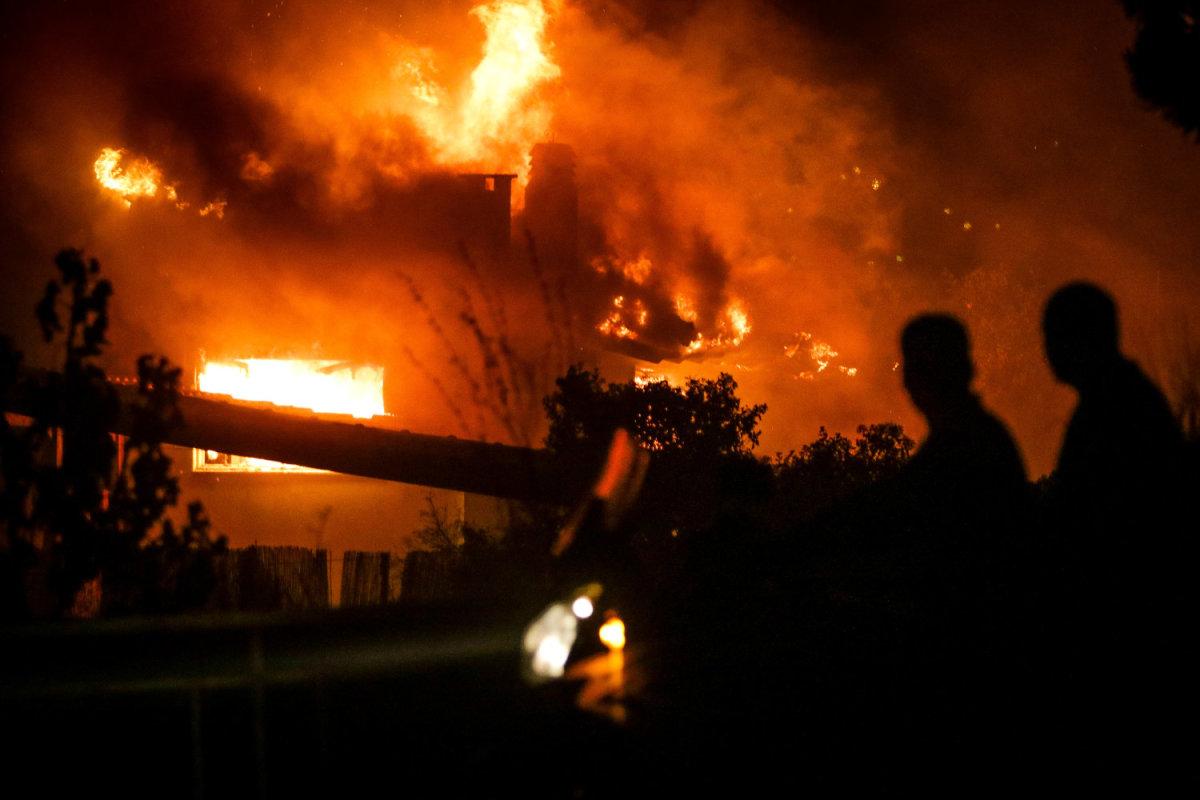 Λάρισα: Πυροσβεστικές δυνάμεις στην Αττική