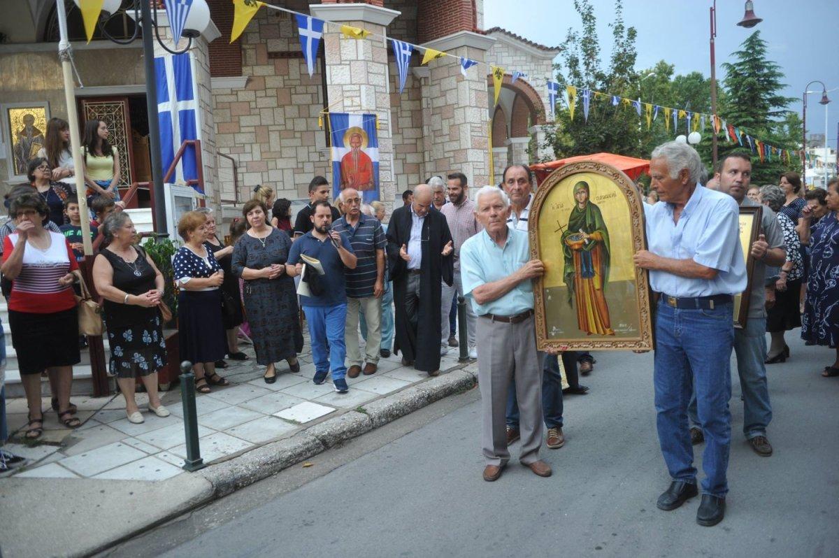 Λιτανεία της εικόνας της Αγ. Παρασκευής στη Λάρισα (φωτ.)