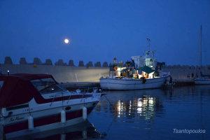 To «ματωμένο» φεγγάρι στα παράλια της Λάρισας