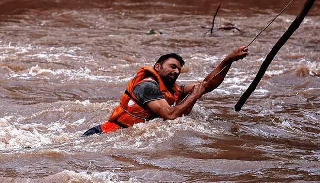 Ινδία: Καταρρακτώδεις βροχές έπνιξαν τη χώρα – 49 οι νεκροί