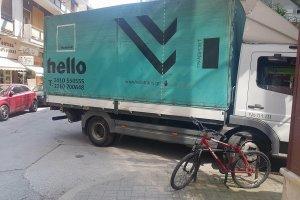 Έκλεισε ξανά η Παπακυριαζή από φορτηγό! – Υπάρχει δημοτική αστυνομία;