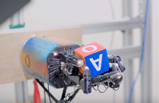Ένα νέο επιδέξιο ρομποτικό χέρι που παίζει στα δάχτυλα έναν κύβο