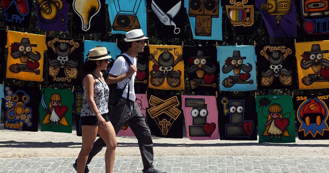 Νέο ρεκόρ στις αφίξεις τουριστών προμηνύουν τα στοιχεία του ΣΕΤΕ