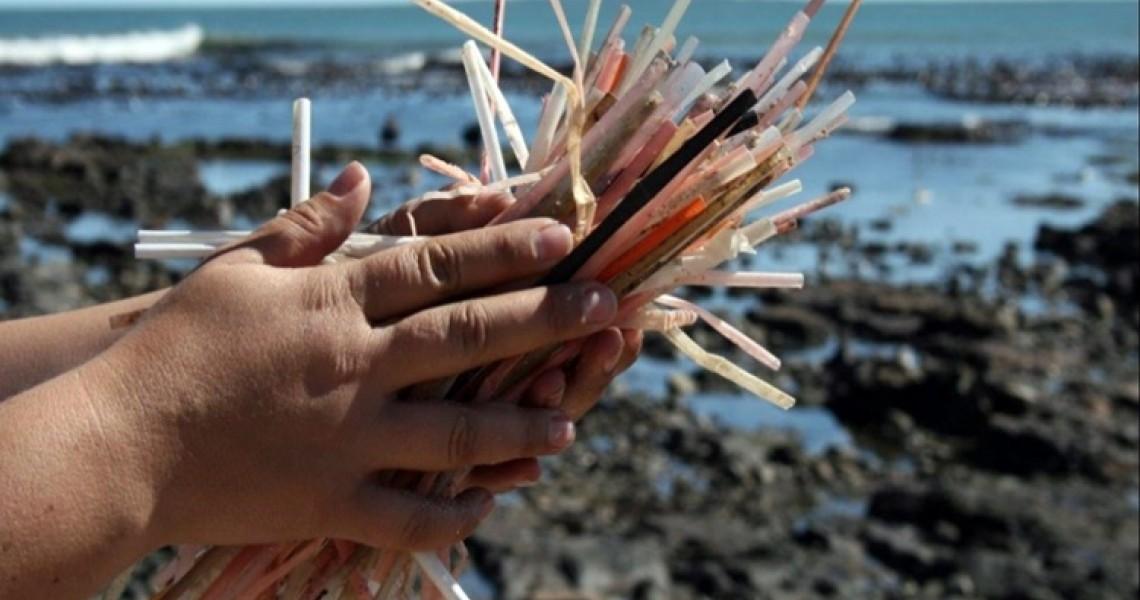Η Κύπρος βάζει τέλος στα πλαστικά καλαμάκια