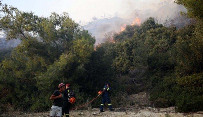 Διαστάσεις παίρνει η φωτιά στη Ζάκυνθο