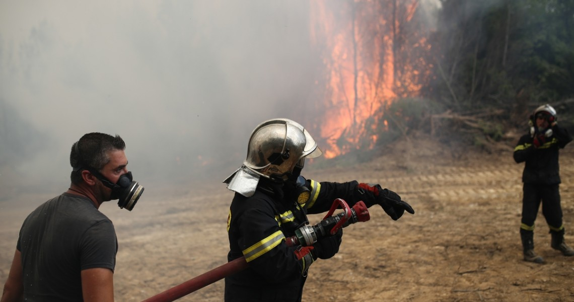 Καίγεται αποθήκη με άχυρο στην Ελασσόνα