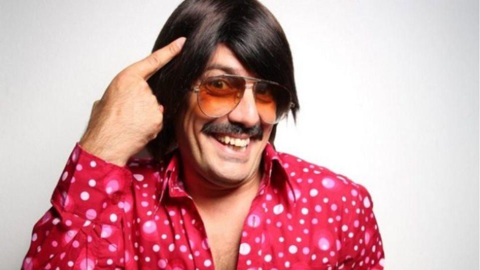 Τόνι Σφήνος: Οι γυναίκες του ζητούν να ξυρίσει το μουστάκι