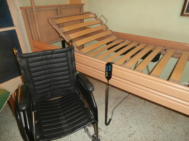 Πωλούνται νοσοκομειακό κρεβάτι και αμαξίδιο στη Λάρισα (φωτ.)