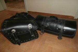 Πωλούνται βαλίτσες μηχανής στη Λάρισα (φωτ.)