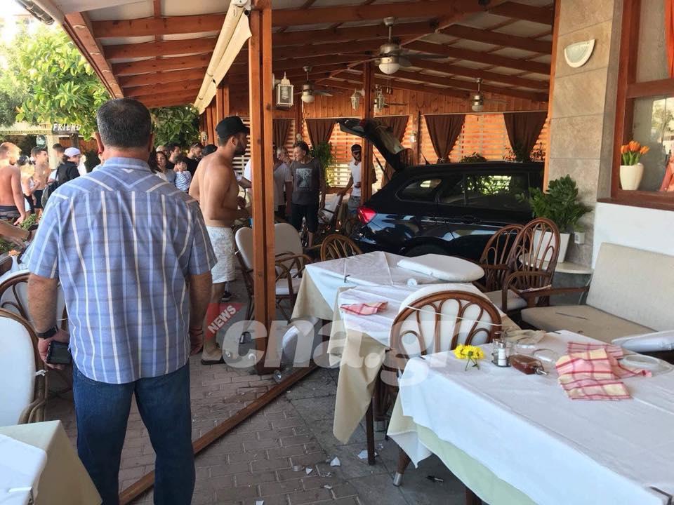 Αυτοκίνητο μπήκε μέσα σε εστιατόριο ! (φώτ.)