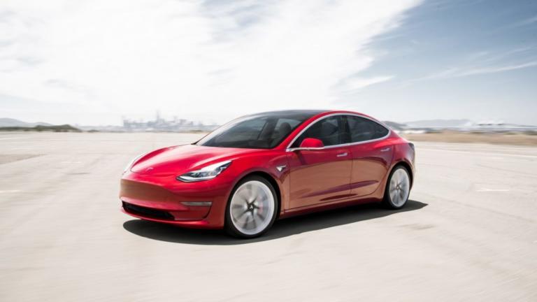 Η Tesla ετοιμάζει και μικρότερο ηλεκτρικό μοντέλο