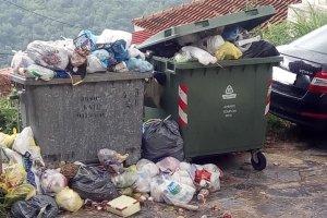 Πρόβλημα με τα σκουπίδια στη Ραψάνη (φωτ.)