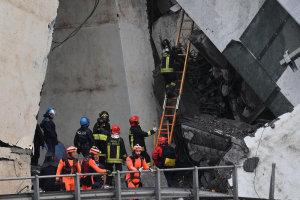 Ιταλία: Τουλάχιστον 35 άνθρωποι από την γέφυρα που κατέρρευσε
