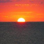 Παράλια: Σαν ο ήλιος «ξυπνά» μέσα από τη θάλασσα
