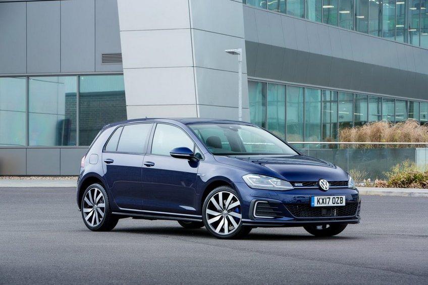 Η VW ίσως ανακαλέσει ηλεκτρικά και υβριδικά μοντέλα της