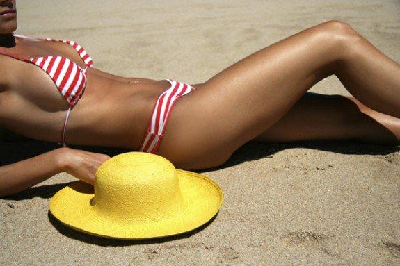Πώς θα βγεις με φλατ κοιλιά στην παραλία