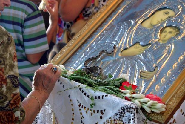 Κεφαλλονιά: Εμφανίστηκαν τα θαυματουργά φιδάκια στις εκκλησίες της Παναγιάς