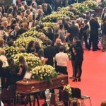 Θρήνος στις κηδείες των θυμάτων της Γένοβα