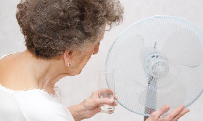 Ζέστη: Τι πρέπει να προσέχουν οι ηλικιωμένοι