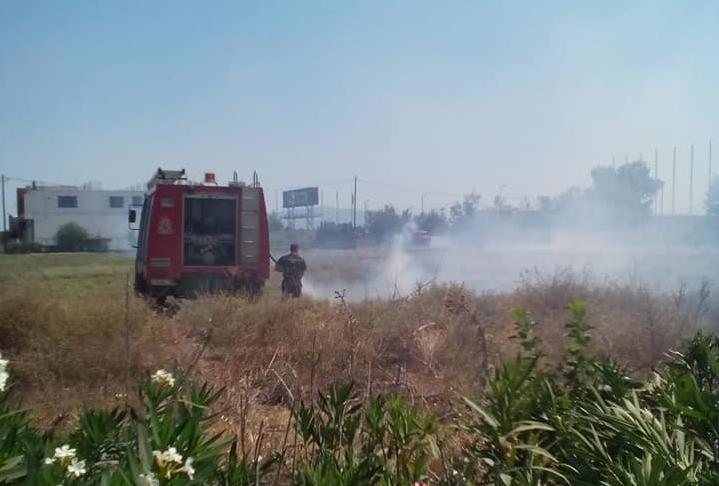 Λάρισα: Φωτιά στην περιφερειακή Τρικάλων (φωτ.)