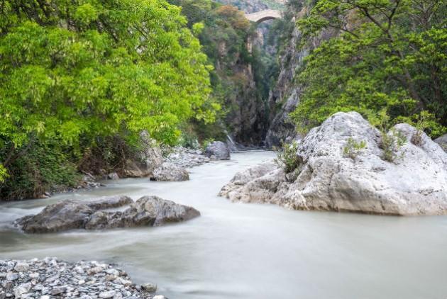 Νεκροί πεζοπόροι λόγω πλημμύρας σε φαράγγι στην Ιταλία