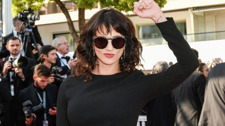 Η ηθοποιός Άσια Αρτζέντο αρνείται οποιαδήποτε σεξουαλική σχέση με τον Τζίμι Μπένετ