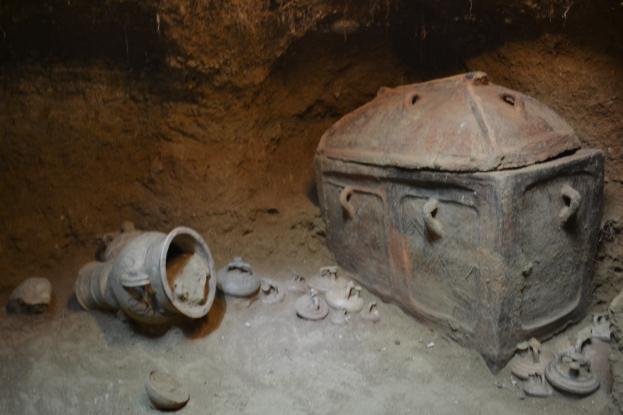 Μεγάλη μέρα για την αρχαιολογία: Αποκαλύφθηκε ασύλητος τάφος με σκελετό και κτερίσματα στην Ιεράπετρα!