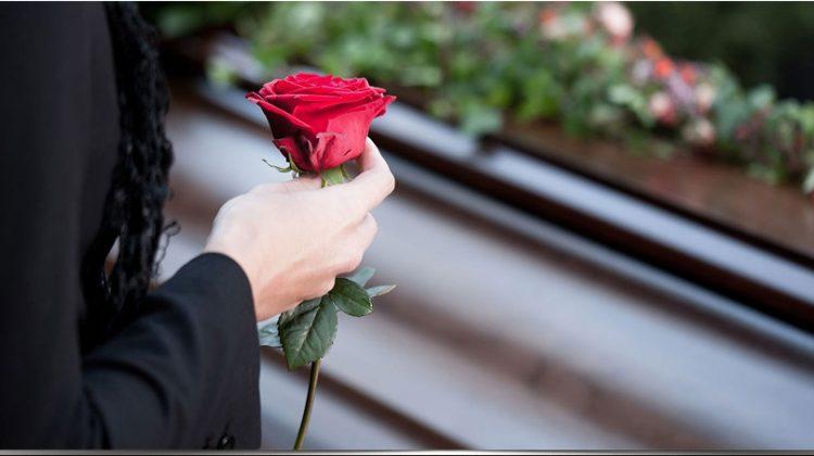 Κεκλεισμένων των θυρών οι κηδείες στα Τρίκαλα