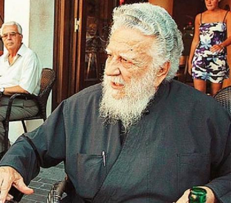 Πέθανε ο παπάς που είχε κηδέψει τον Καζαντζάκη