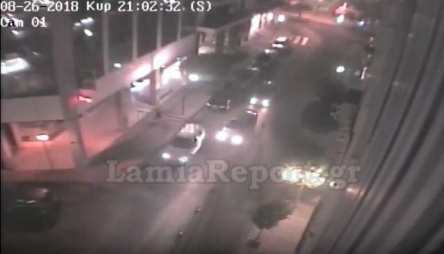Δείτε τροχαίο που κατέγραψε η κάμερα στο κέντρο της Λαμίας