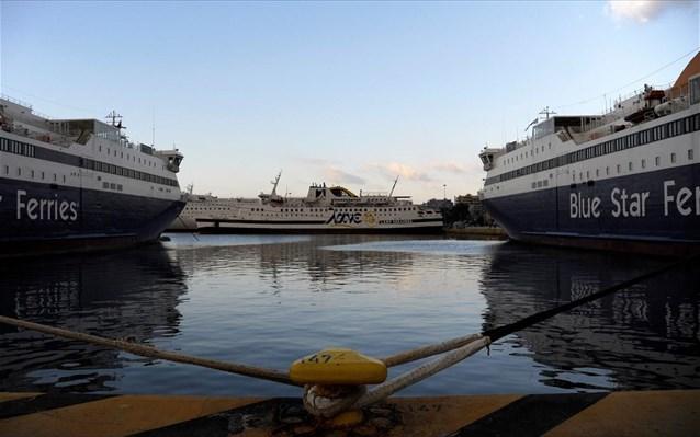 Δεμένα τα πλοία στα λιμάνια όλης της χώρας