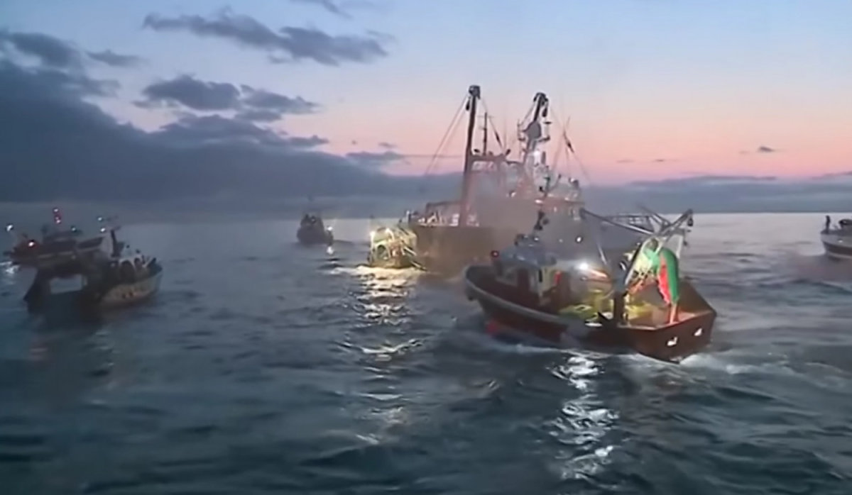 «Ναυμαχία» Γάλλων και Βρετανών ψαράδων για τα χτένια