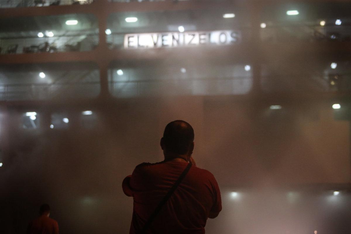 Συνεχίζονται οι προσπάθειες κατάσβεσης της πυρκαγιάς στο «Ελ. Βενιζέλος»