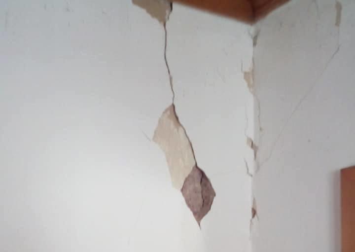 Ρωγμές σε σπίτια κοντά στο επίκεντρο του σεισμού