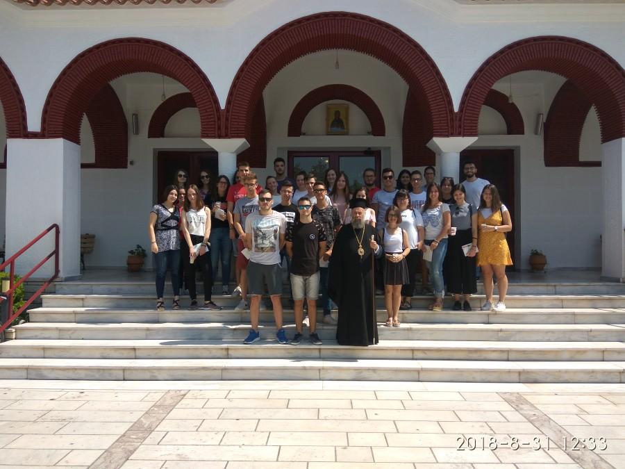 Με νεοεισαχθέντες φοιτητές των Φαρσάλων ο Μητροπολίτης Τιμόθεος