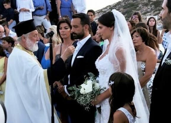 Παντρεύτηκαν στη Σίφνο Τανιμανίδης-Μπόμπα (φωτ.)