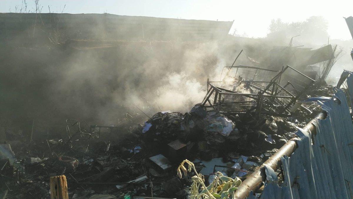 Φωτιά σε οικόπεδο με σκουπίδια στη Λάρισα (φωτ.)