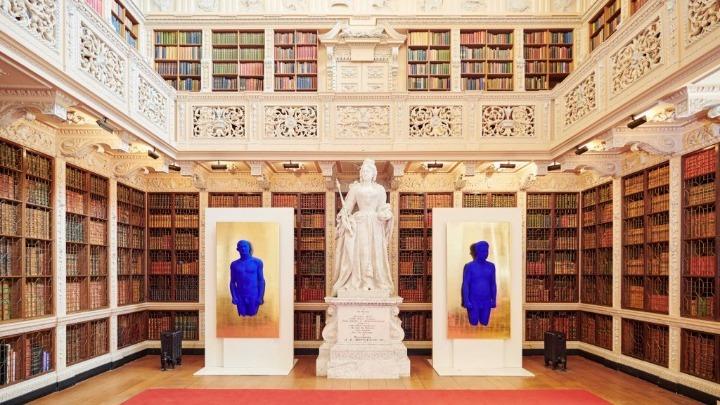 Το μπλε μαρέν του Ιβ Κλάιν στο Blenheim Palace