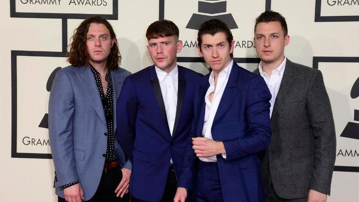 Άγνωστες φωτογραφίες των Arctic Monkeys θα εκτεθούν σε Λονδίνο και Σέφιλντ