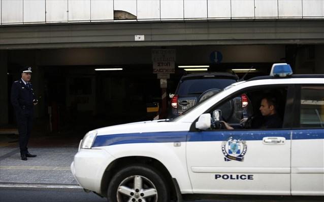 Πατέρας κρατούσε όμηρο το παιδί του – Κακοποίησε και την μητέρα του παιδιού