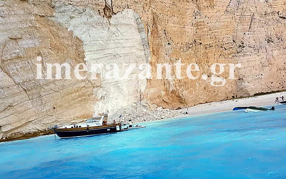Κατολίσθηση βράχων στην παραλία «Ναυάγιο»