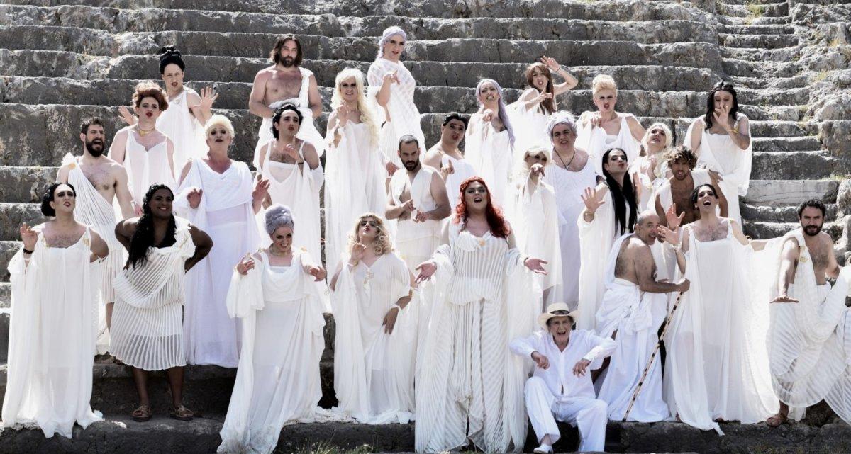 Οι «Εκκλησιάζουσες» στη Λάρισα