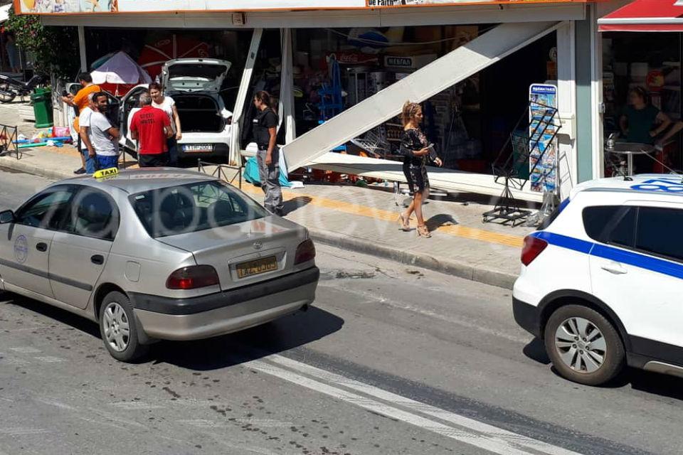 Χανιά: Εχασε τον έλεγχο του αυτοκινήτου και… μπούκαρε σε μίνι μάρκετ